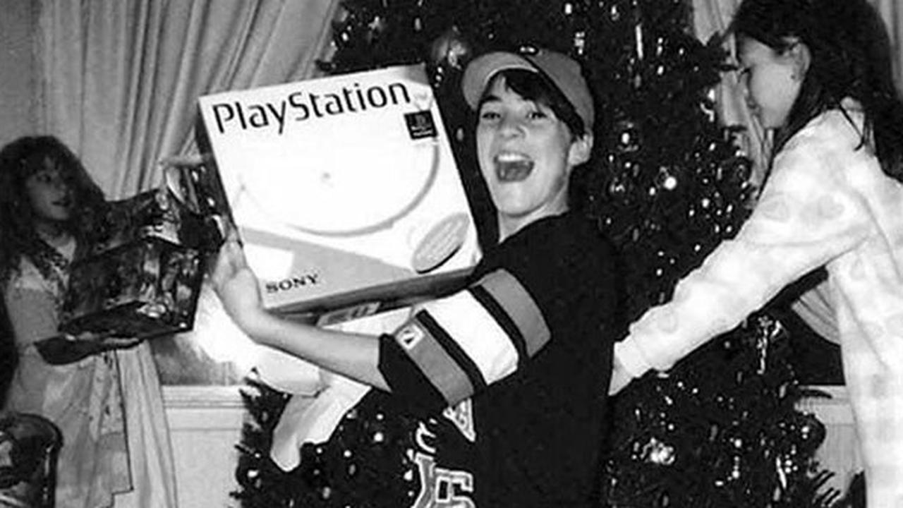 20 Photos Of Kids Receiving The Best Christmas Gifts In The '80s And '90s