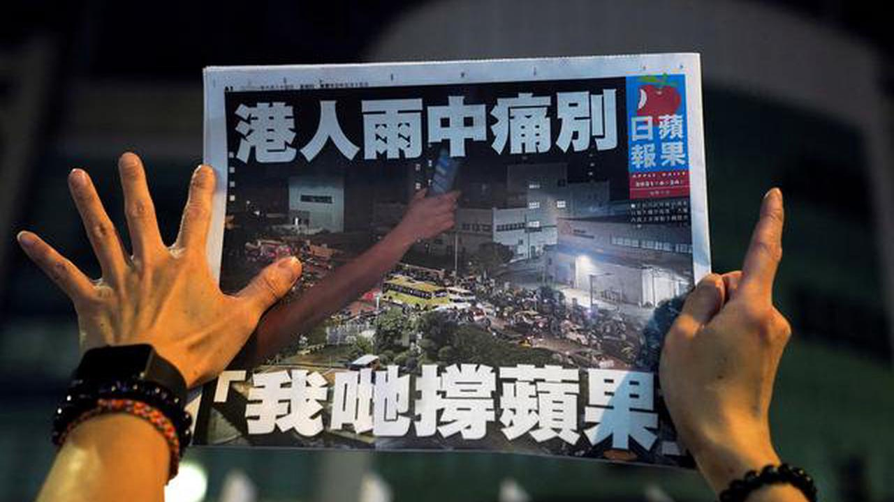 Hong Kong pro-democracy paper Apple Daily prints last edition