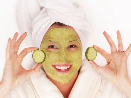 How to use avocado to smoothen your face