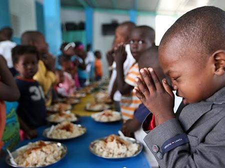 Christians Are We Supposed To Pray Before Or After Eating, And What Does The Bible Say?