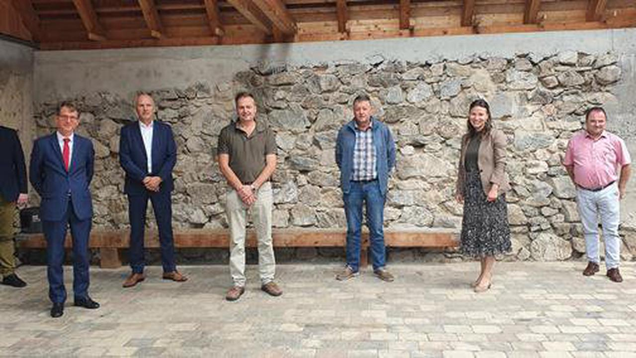 Waldbesitzer im Landkreis Breisgau-Hochschwarzwald gründen Genossenschaft für den Holzverkauf - Fünf Forstbetriebsgemeinschaften, die Stadt Titisee-Neustadt und der Landkreis sind Gründungsmitglieder