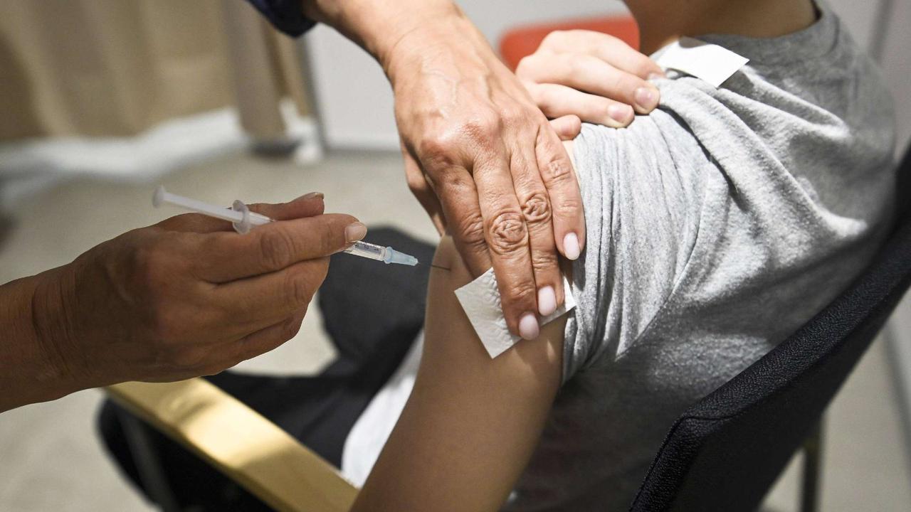 Corona-Impfung trotz Verbot? Junge geht gegen den Willen seines Vaters vor