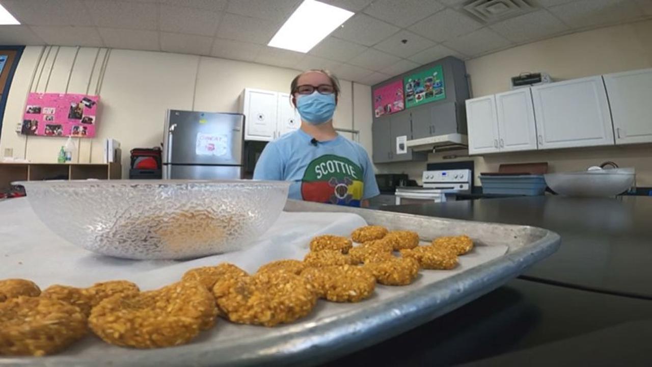 Highland Park Students Run Dog Treat Bakery to Learn Math, Life Skills