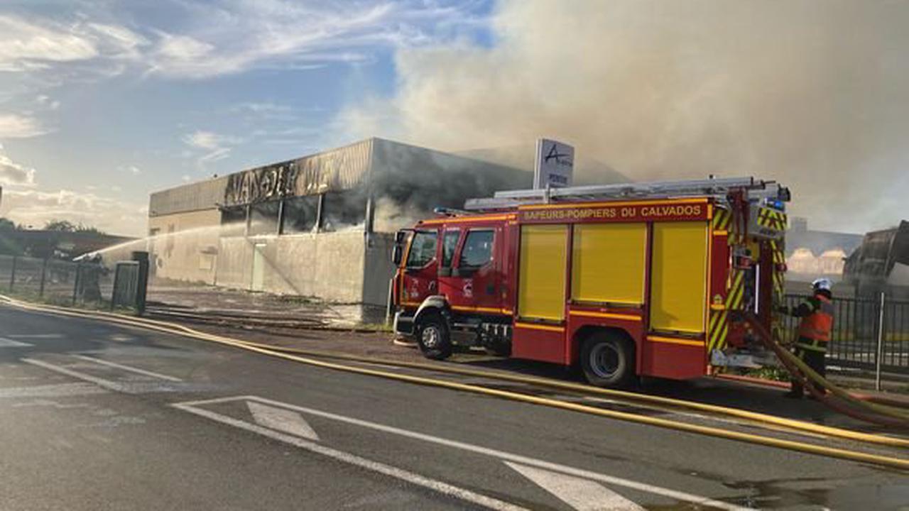 Caen : Incendie sur la zone de Carpiquet, de la fumée visible du périphérique