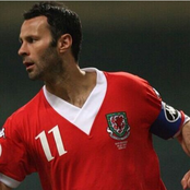 5 great left winger in the world! Giggs is Fifth, Ronaldinho is Second