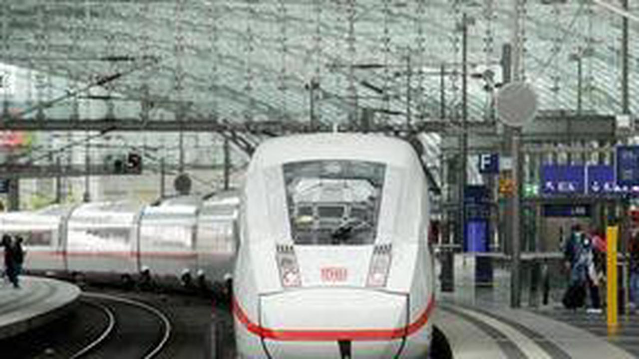 """Romantische Aktion der Deutschen Bahn: """"Bezaubernde Dame"""" aus dem ICE wird gesucht"""