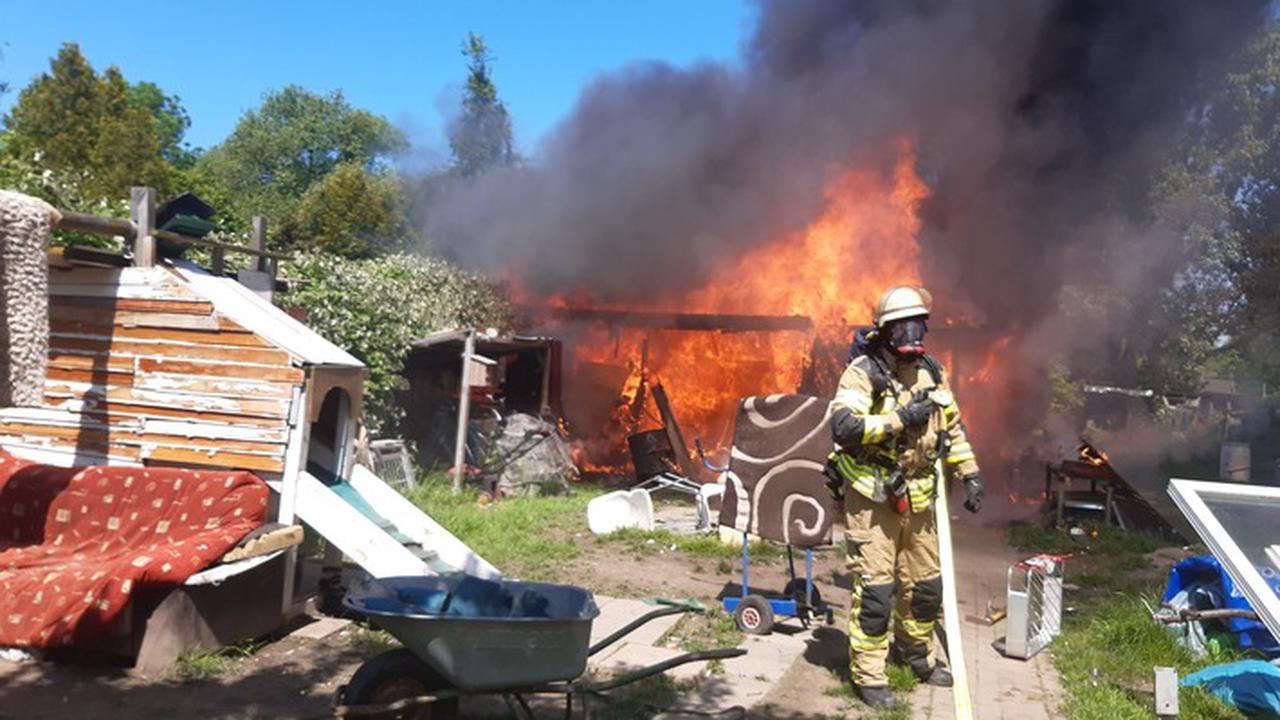 Feuerwehr News : ▷ FW Bremerhaven: Feuer im Kleingartengebiet