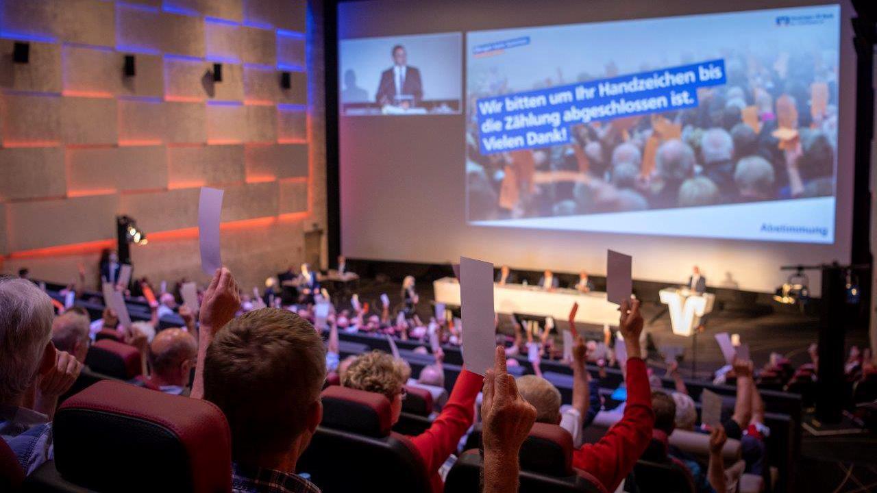 Einstimmig: Vertreterversammlung der Vereinigten VR Bank Kur- und Rheinpfalz stimmt für Fusion mit Raiffeisenbank Freinsheim