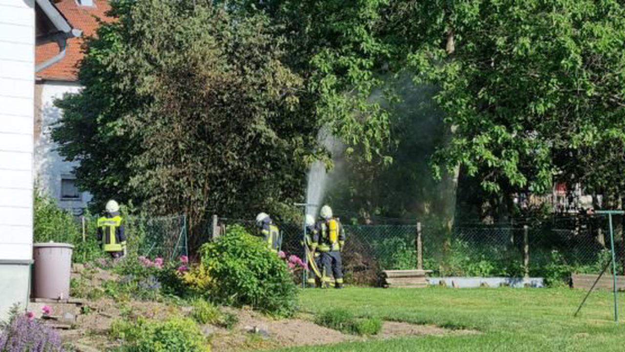 """Feuer greift beim Abflammen von """"Unkraut"""" auf Nachbargrundstück in Hermeskeil über"""