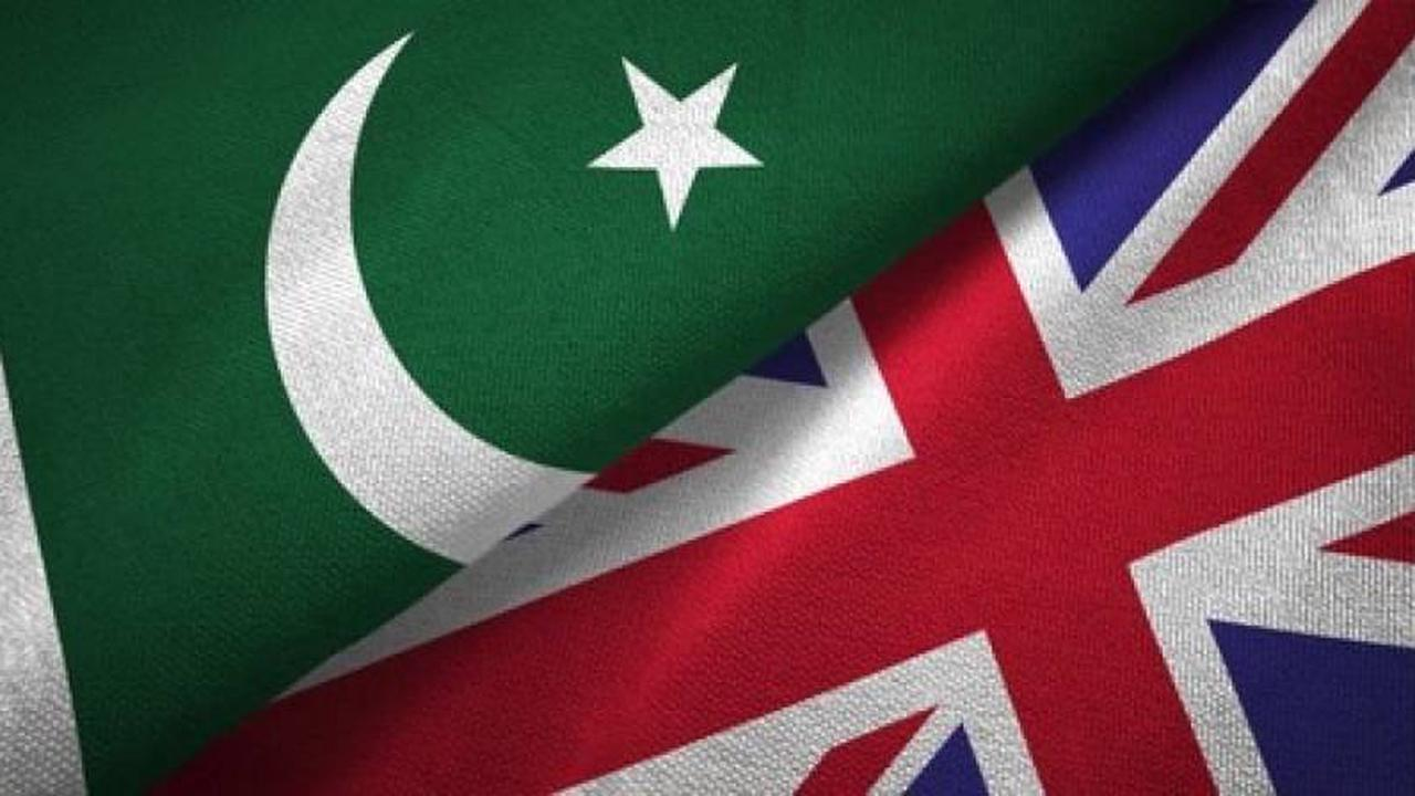 Thousands rush back to UK from Pakistan as 'red list' deadline looms