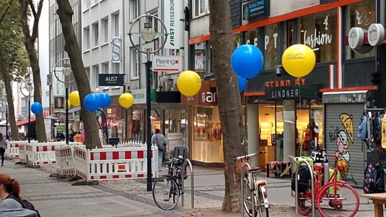UmsteiGERN-Ballons markieren neue Fahrradbügel
