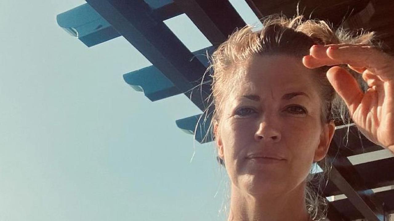 Nach Fan-Sorgen wegen Gewicht: Nina Bott im Leo-Badeanzug