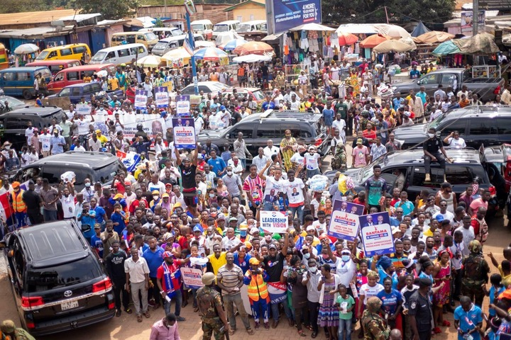 """7c07392fdfa393daf4c04f09e861487f?quality=uhq&resize=720 - """"Sign Of Victory"""": Mammoth Crowd Storm Angel FM Premises With A Gift To Akufo-Addo (Photos)"""