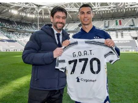 Cristiano Ronaldo a reçu un maillot spécial du président de la Juventus, Andrea Agnelli .