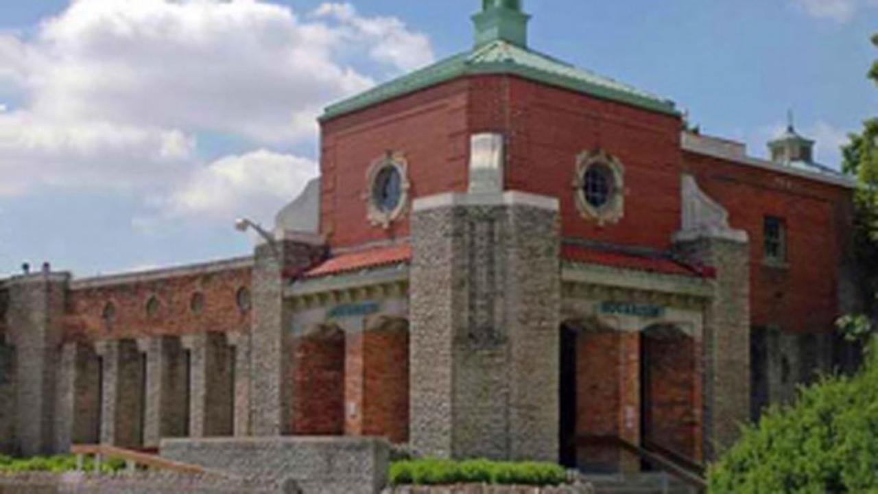 Zoo buildings to close through January