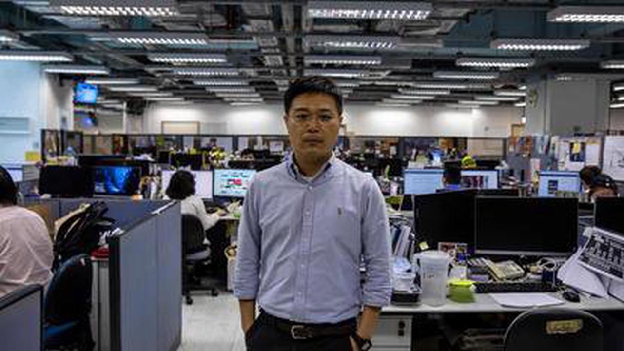 A Hongkong, deux journalistes de l'«Apple Daily» inculpés par la justice au lendemain d'une perquisition de la rédaction