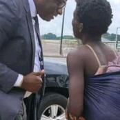 Un homme politique ivoirien redonne le sourire à une folle à Abobo