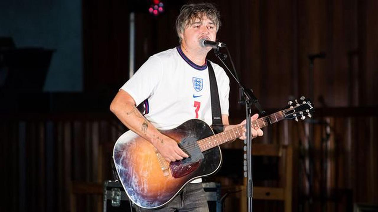 Pete Doherty shows off slimmed down figure on stage after enjoying life in France