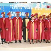 10 pasteurs de la promotion Lumière du Monde de Living Word Bible Inst font leur sortie à San Pedro