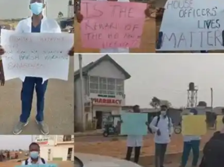 Doctors at the Jos Teaching Hospital stage protest