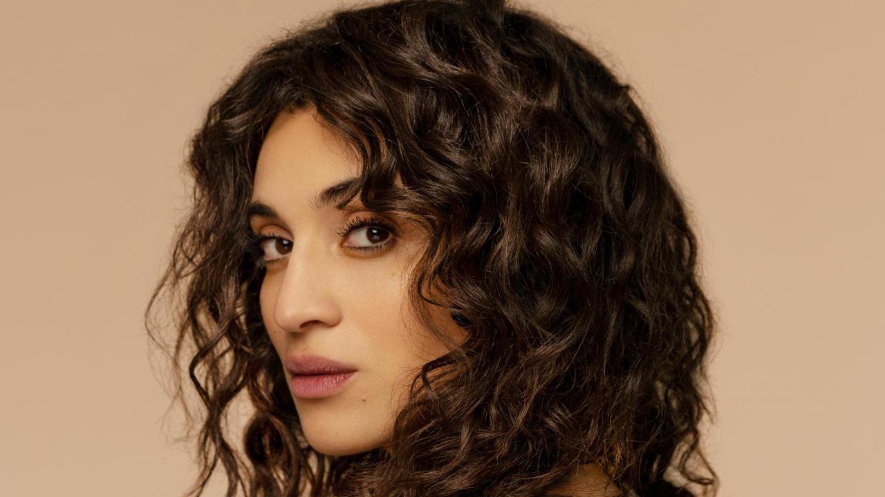 La chanteuse Camélia Jordana en concert au Splendid de Saint-Quentin le 2 avril 2022