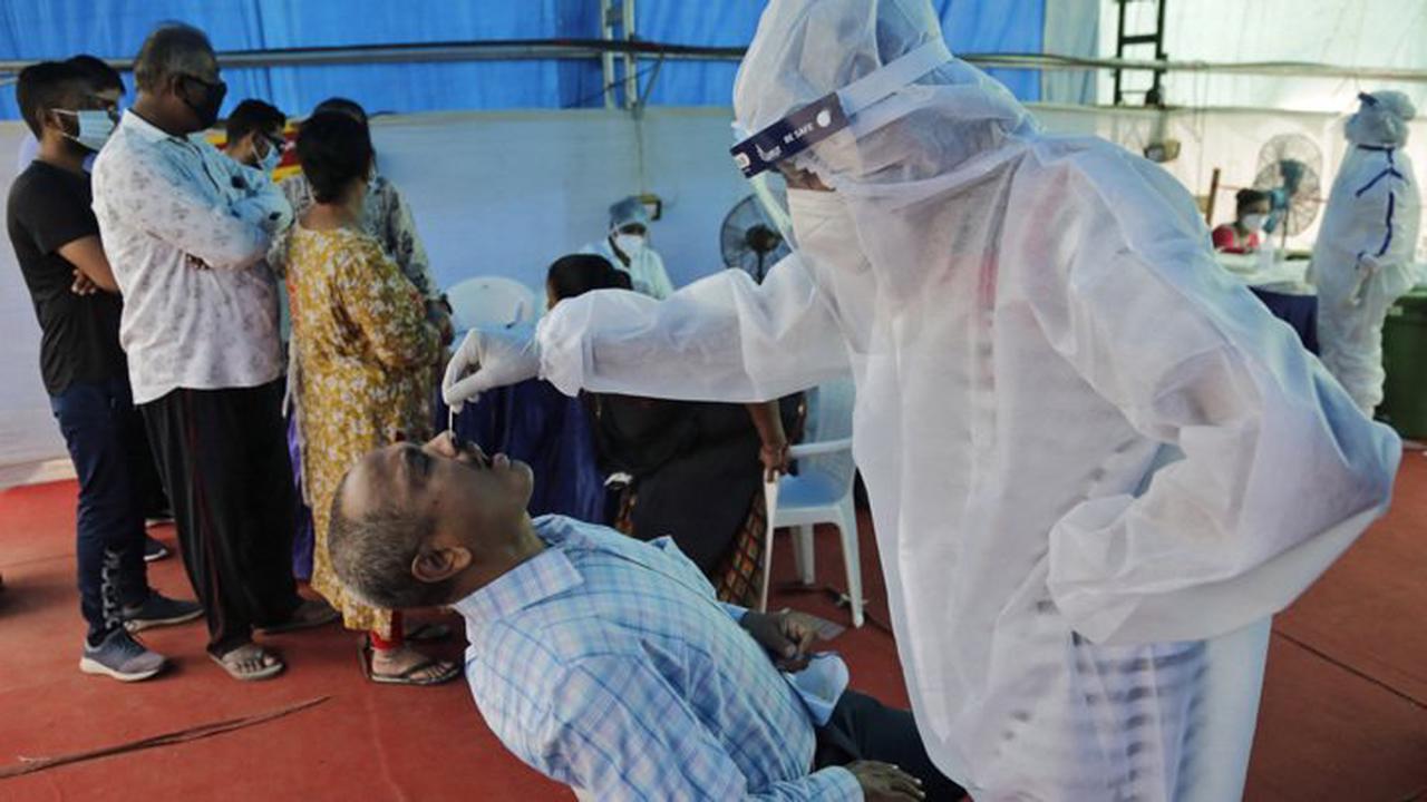 Врачи назвали специфические симптомы индийского штамма коронавируса