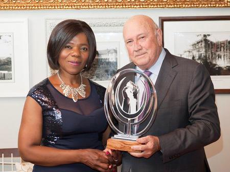 Is this how you put food on your table? Thuli asked after she sent message to De Klerk