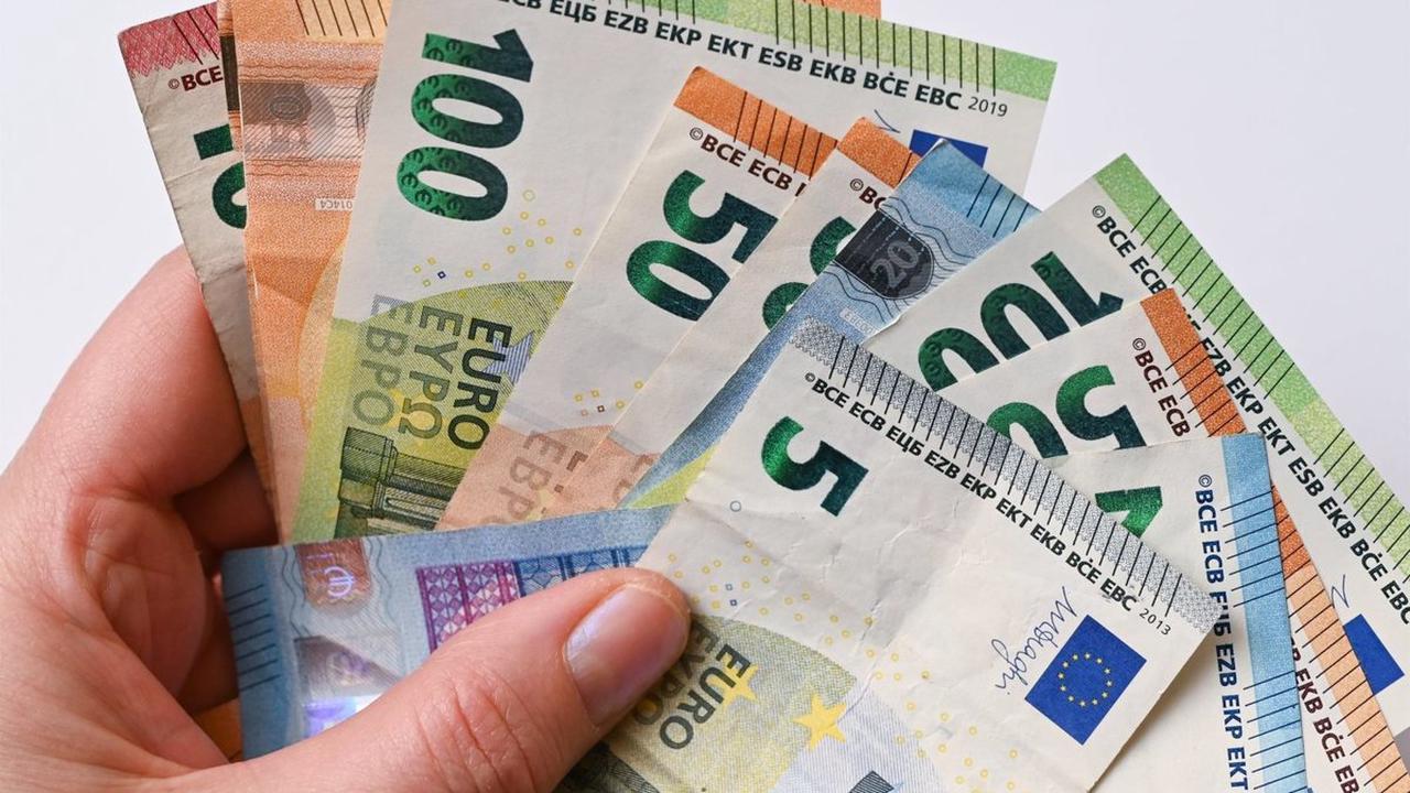 """Dreiste Masche in Fürth: """"Falsche Polizisten"""" zocken Senioren um mehrere tausend Euro ab"""