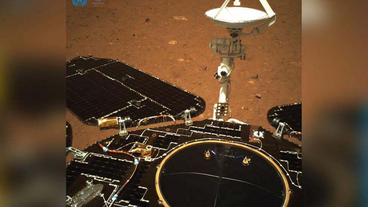 Le rover chinois Zhurong envoie lui aussi un selfie depuis Mars