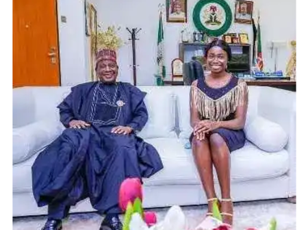 Girl Who Made 9 As In Her WAEC SSCE Exam Meets With The Governor, Secures A Scholarship