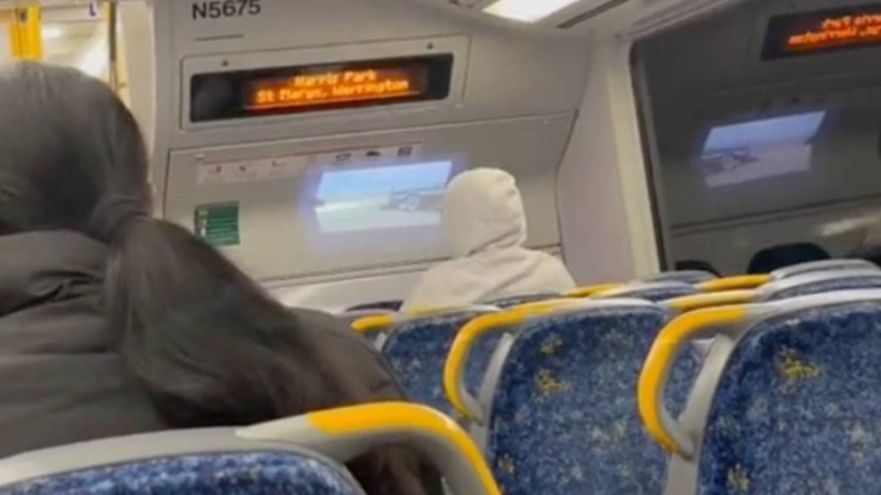 Bloke Brings Projector Onto A Sydney Train To Watch The Fast And The Furious