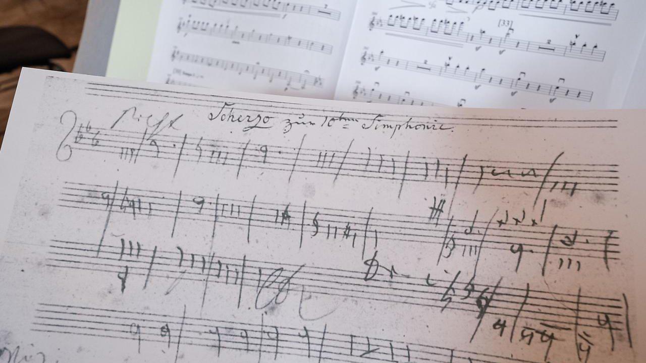 """Neue Partitur erschaffen: Beethoven-Sinfonie wird mit """"KI"""" vollendet"""