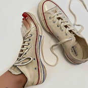Can you believe that she painted her whole foot like her converse shoe with just make-up.