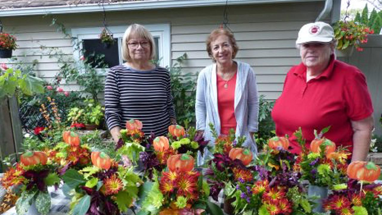Garden Club of Springfield adds fall cheer to local rehabs