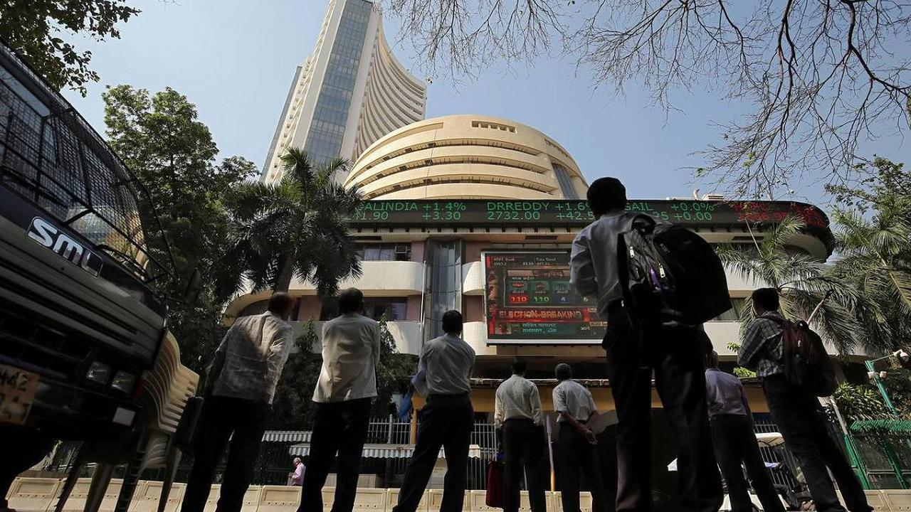 Indian shares mark second straight weekly gain as metal stocks, HDFC rally