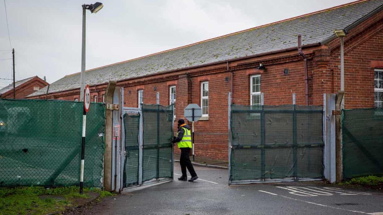 Asylum seekers told they will stay at Napier barracks for months