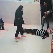 واقعة مؤثرة لإنقاذ طفلة مختنقة تثير جدلاً.. والدها يقبّل أقدام الطبيب.. والجمهور: