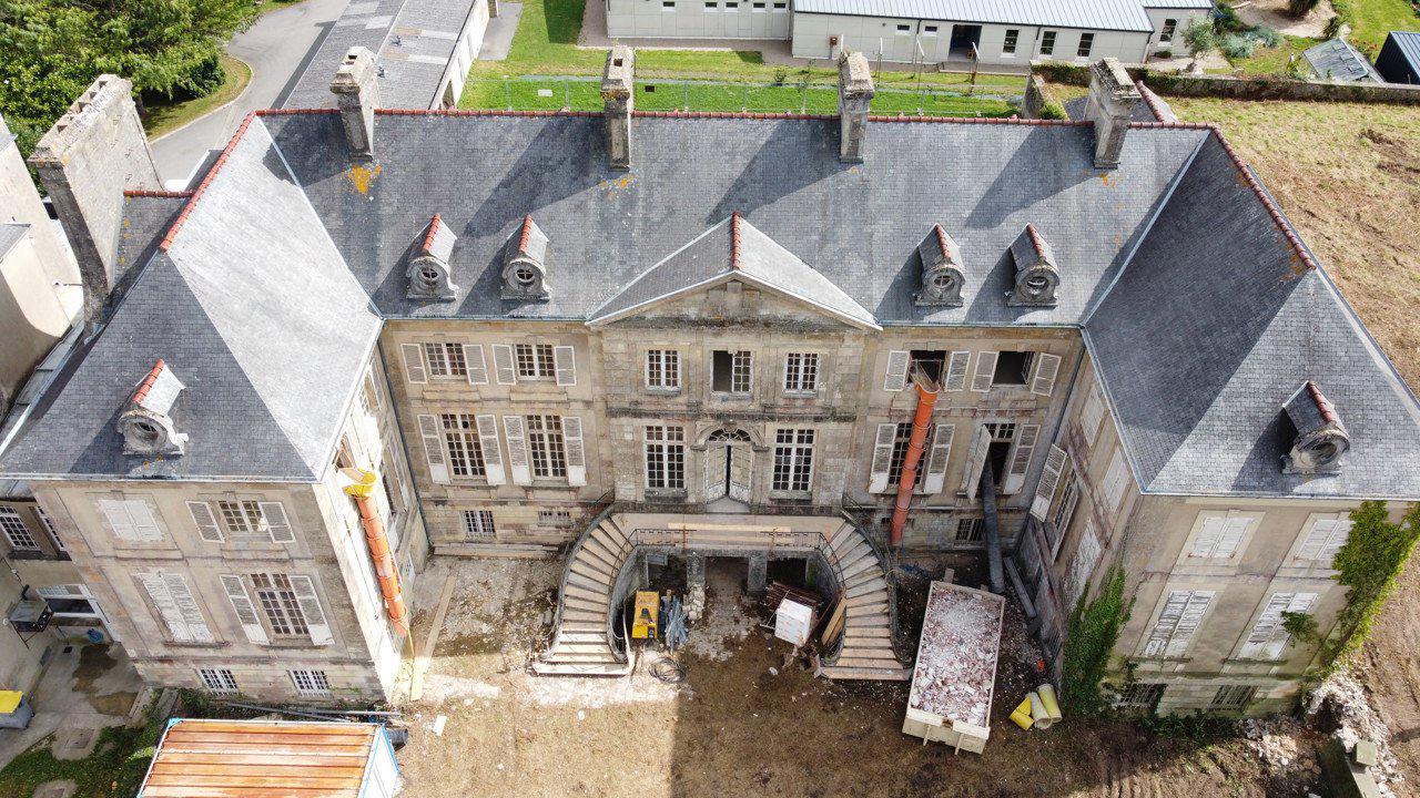 Cotentin : un bal des pelleteuses pour le début du chantier d'un projet d'habitat innovant