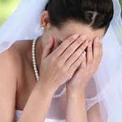 دخلت العروس مع زوجها ليلة زفافهم غرفة نومهم ولم تمر سوي دقائق حتي طلبت الطلاق (قصة)