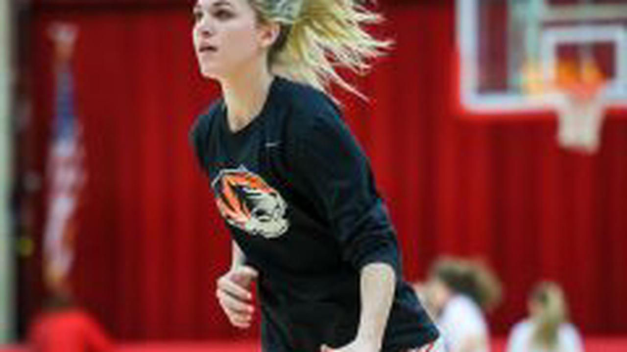 Photos: Girls Basketball vs Aurora