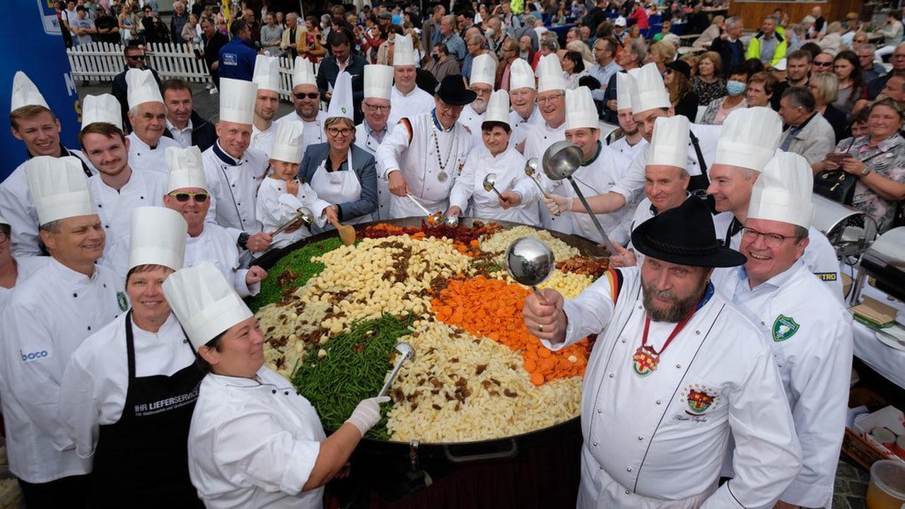 Rekord: Sachsen kochen halbe Tonne Leipziger Allerlei