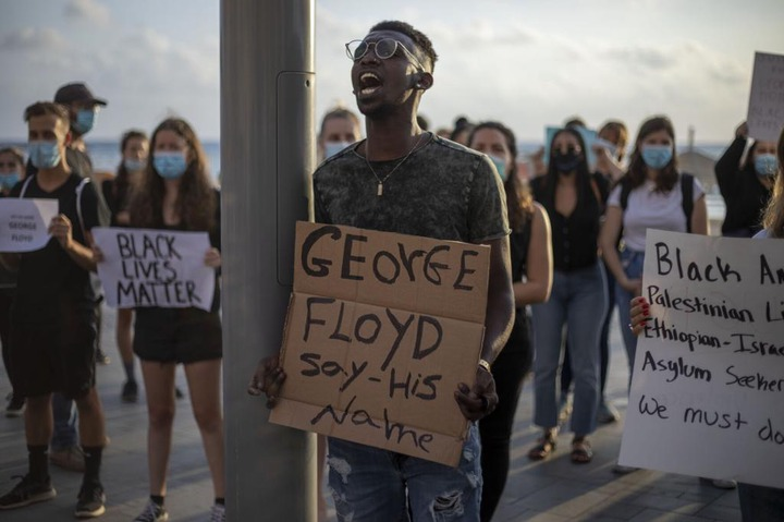 Thousands of people defied a police ban and converged on the main Paris courthouse to show solidarity with US protesters over George Floyd