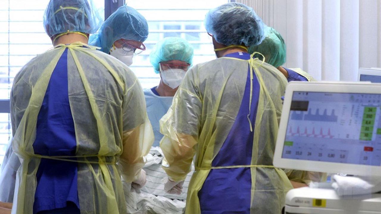 Covid-19 : moins de morts, moins de contaminations et plus de vaccinés en France