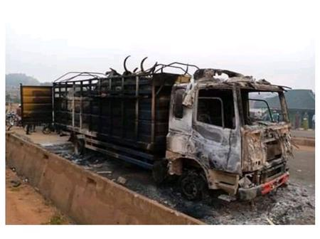 Tension In Oyo State As Angry Youths Burn Cattle-laden Truck For Killing A Young Boy
