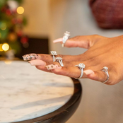 See love,  this man proposed to his fiancée with 5 rings
