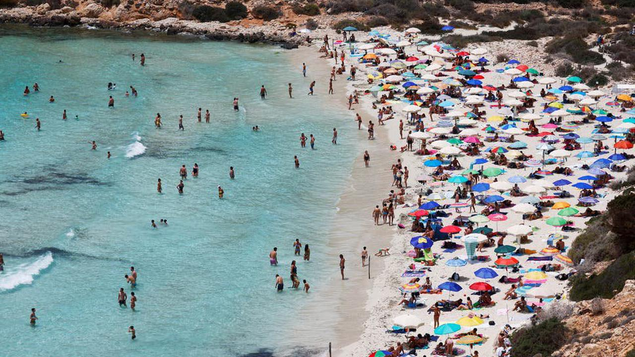 Double-jabbed Britons given holiday green light as amber list quarantine scrapped