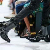 Une paire de chaussures comparée à un opposant fait un énorme buzz en ce moment sur la toile