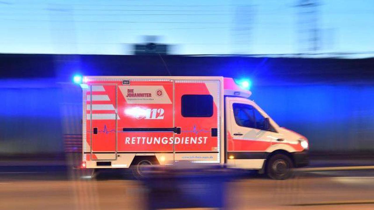 32-Jähriger kommt mit Auto ins Schleudern: Schwer verletzt