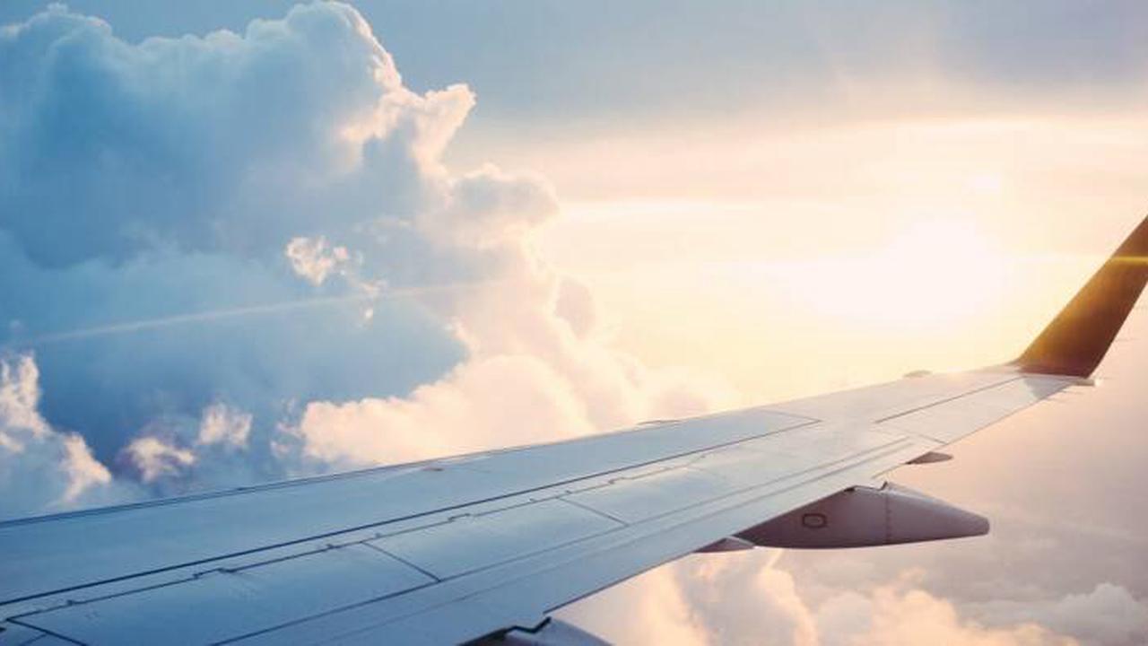Une compagnie aérienne condamnée à payer les frais de maquillage à ses hôtesses