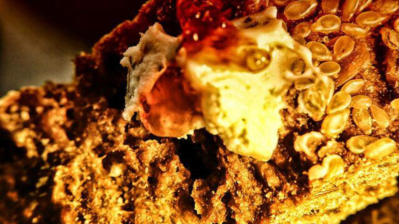 Brot mit Frischkäse & Marmelade – Dutch Angle – Lebensmittel Industrie Produkt Makrofotografie Kunstfotografie Farbfotografie Farb Kunst Makro Fotografie - Iserlohn